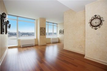 High Floor Convertible 2 Bedroom with Extra High Ceilings and Direct River Views!